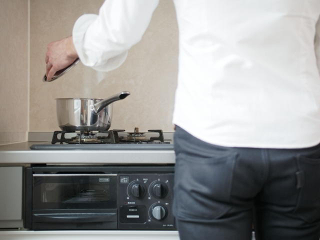 料理をしている姿